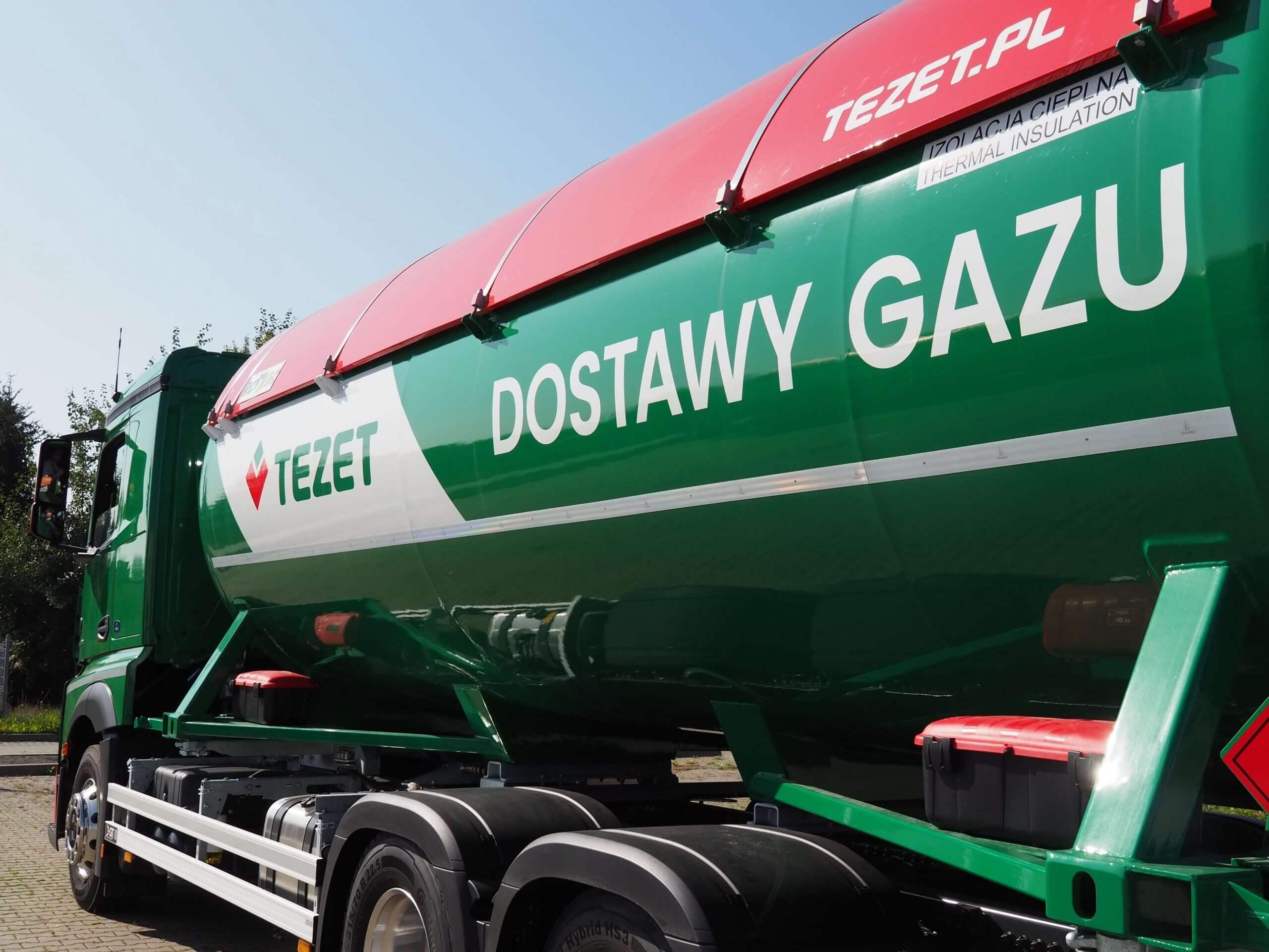 """Zdjęcie ciężarówki TEZET z napisem """"Dostawy gazu"""""""